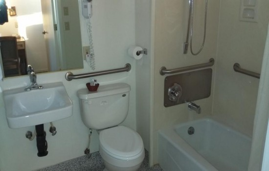 Welcome To The Villa Motel - Accessible Private Bathroom
